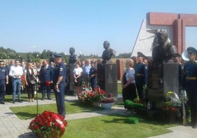 памятник Герою России генералу армии Петру Дейнекину