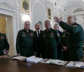 Министр обороны посетил Центральную военно-морскую библиотеку