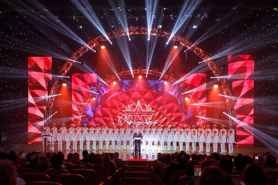Сергей Шойгу поздравил женщин-военнослужащих с праздником весны