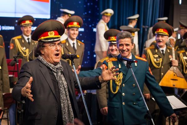 Звезда итальянской эстрады Аль Бано на вечер стал солистом ансамбля имени Александрова.